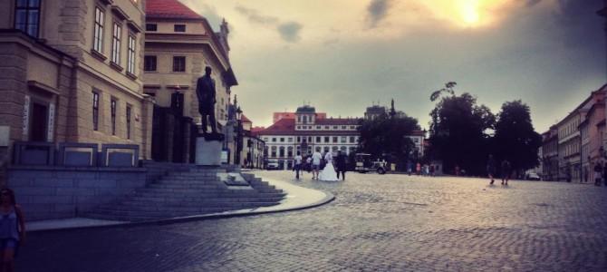 Praga a murit! Trăiască Praga!