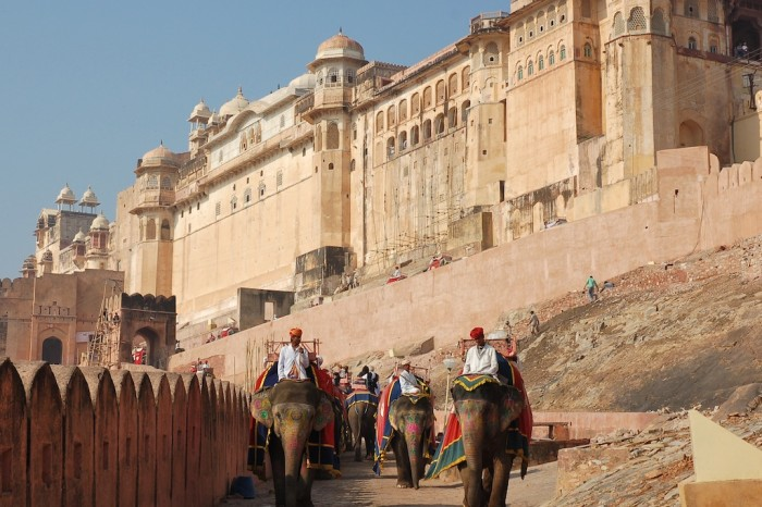 Sursă foto: http://ilovejaipur.com/amber-amer-fort-and-palace/