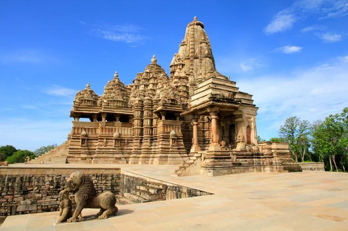 Sursa foto: http://planetden.com/architecture/khajuraho-temples-india-paean-passion