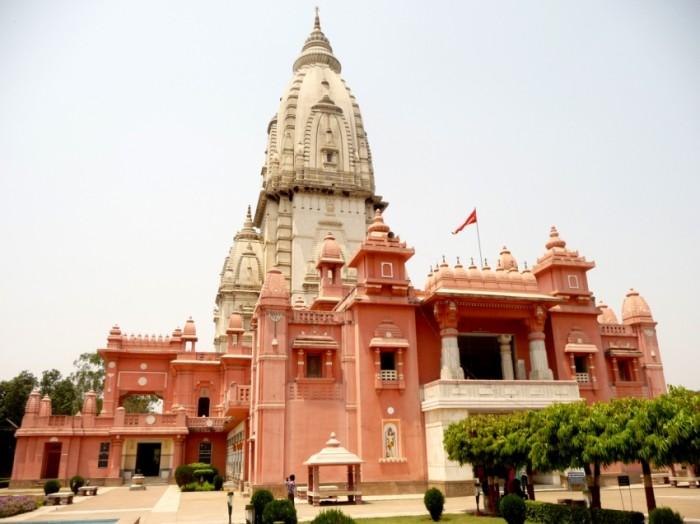 Sursa foto: http://a4bicker.com/new-vishwanath-temple-golden-temple-varanasi/