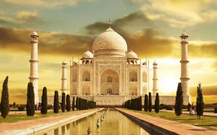Sursa foto: http://www.indiatours.net/taj-mahal-tours.html