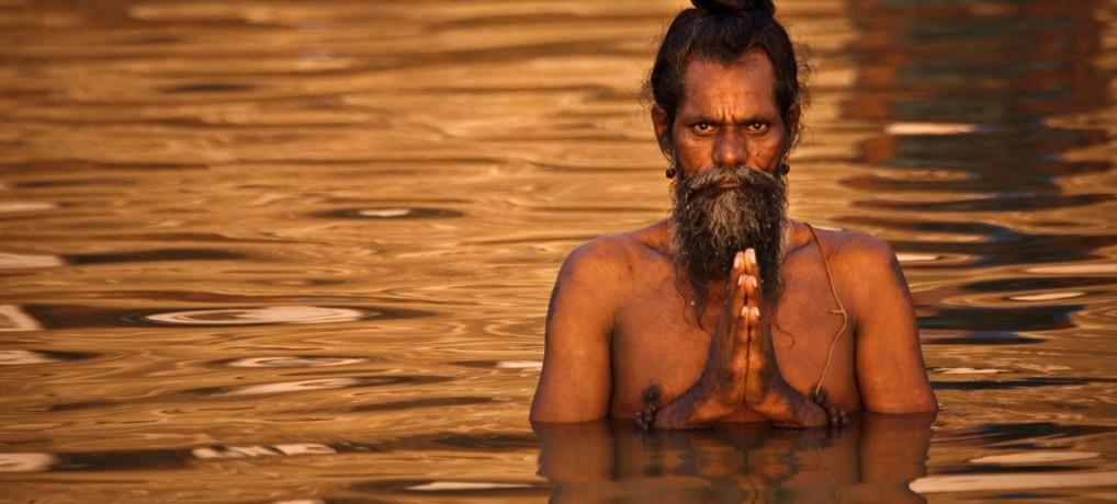 Planeta India: Varanasi – hindu people, magic people