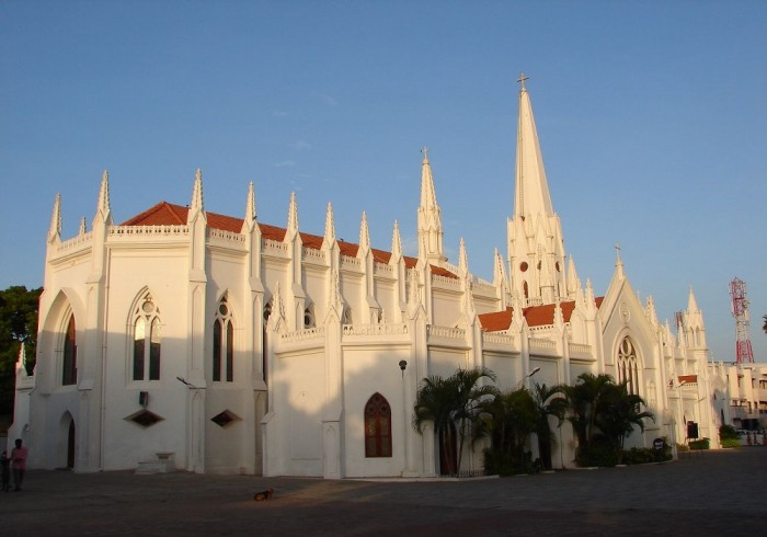 Sursa: http://upload.wikimedia.org/wikipedia/commons/d/d8/Chennai_church.jpg