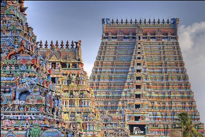Sursa foto: http://www.trichypress.com/wp-content/uploads/2015/01/sri-ranganathaswamy-temple.jpg