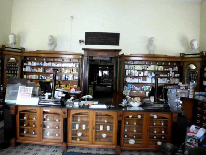 poze farmacie interior