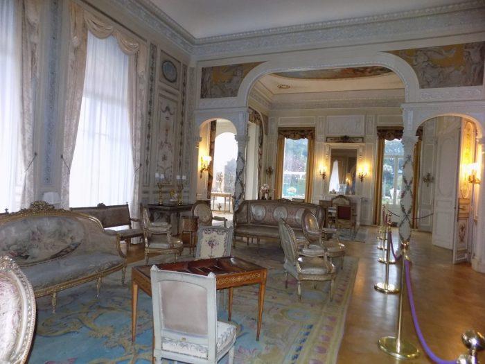 salonul-principal-al-casei
