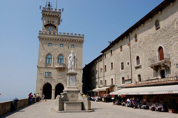 San Marino, Piazza de la Liberta. Sursa foto: www.foodintour.com