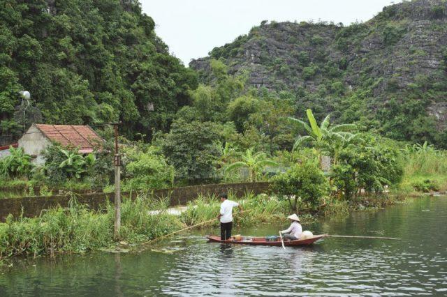 Localnici pescuind